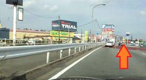 国道3号線のトライアル新宮店を左手に直進
